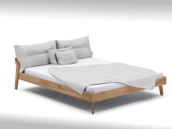 Bett mit Rückenpolster bei bios affair Frankfurt