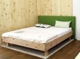 Bett Lana aus Zirbenholz mit Polsterkopfteil