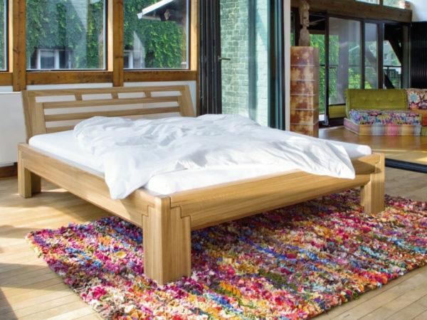 Bett mit Steckverbindungen