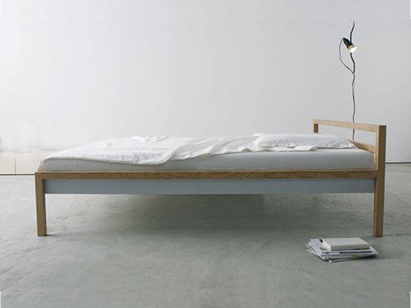 Bett mit Aluminium Zarge