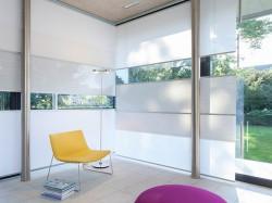 Fenster mit Flow-Behang
