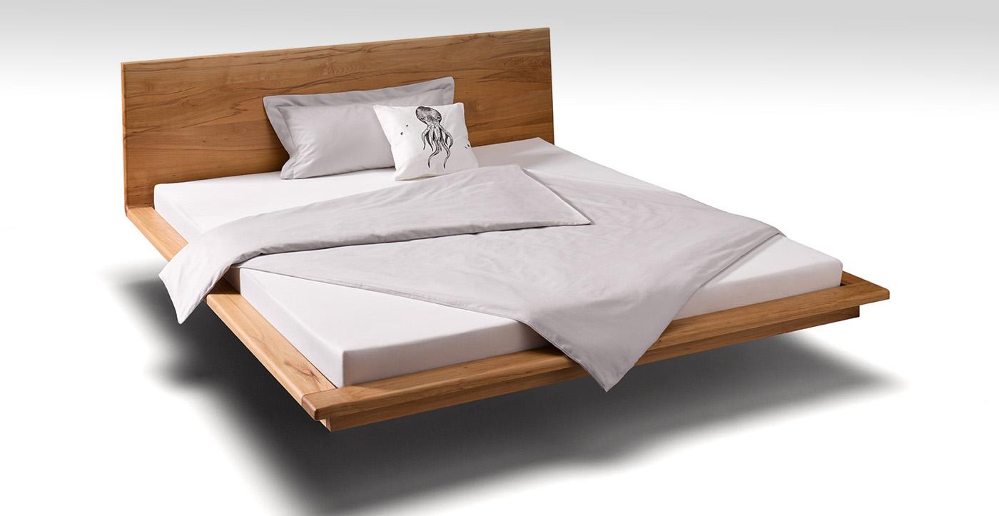 Bett mit hoher Lehne