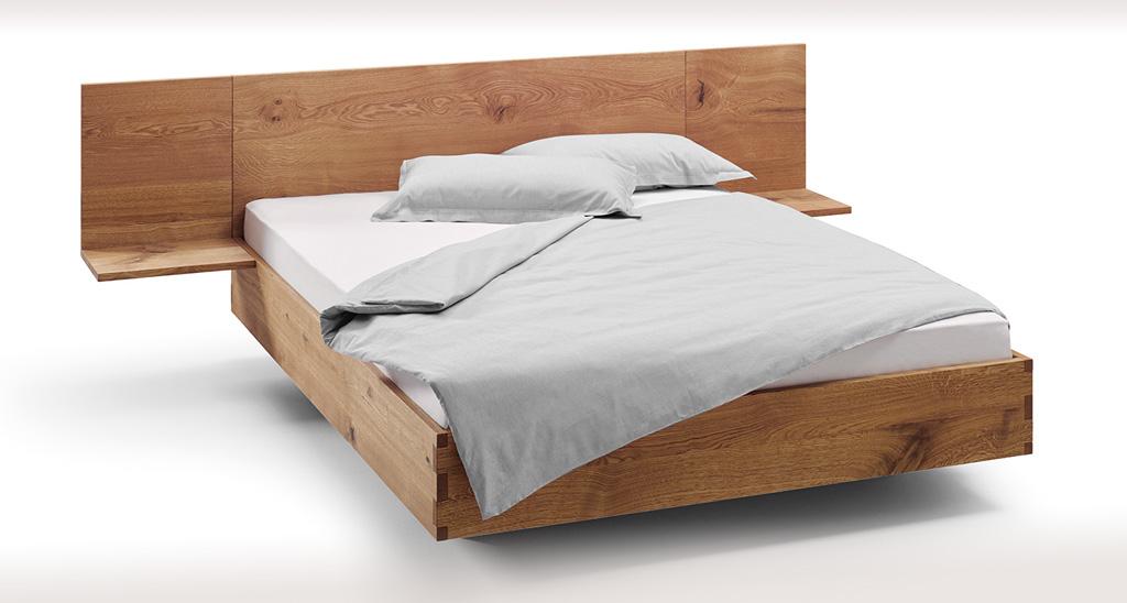 Bett mit hohem Rahmen