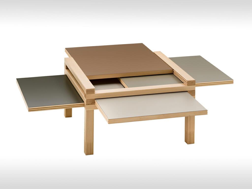 Kleiner Tisch mit in vier ausziehbaren Platten