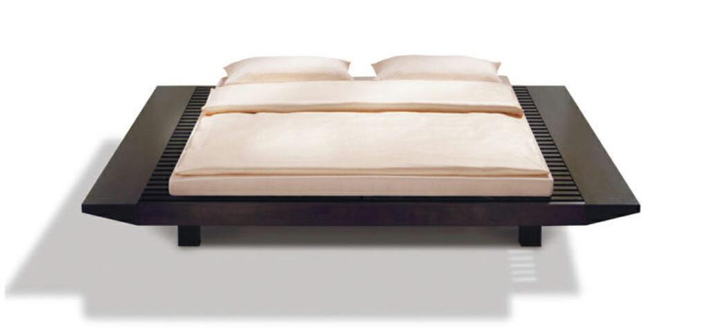 Niedriges Bett in Japanstyle