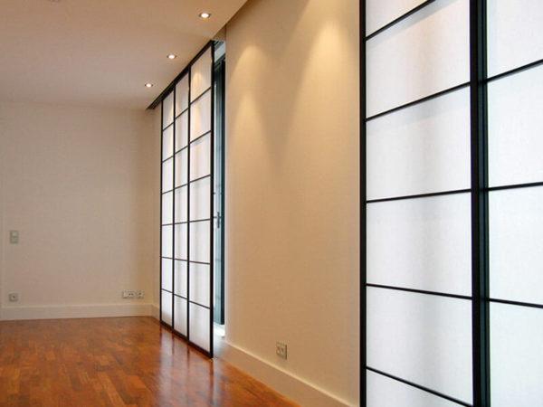 shoji zwei fenster rechts sch ne betten matratzen in. Black Bedroom Furniture Sets. Home Design Ideas