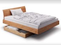 Bett mit gezinkten Holzverbindern